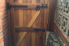 entry-gate-belper-back