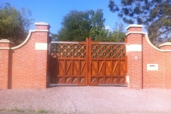 wooden-estate-gates