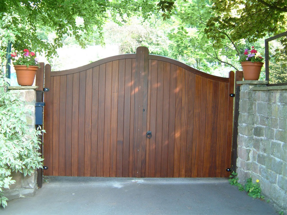 Charlsworth-Gates-Front
