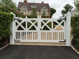 arts-crafts-gates-in-kent-front