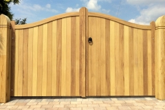 Nottingham-Serpentine-Hardwood-Gates-Front
