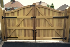 Nottingham-Serpentine-Hardwood-Gates