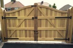 Nottingham-Serpentine-Hardwood-Gates