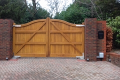 Serpentine-Gates-light-Oak-with-stainless-hinges
