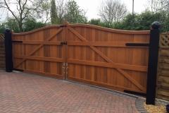 rys-inside-serpentine-hardwood-gate