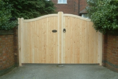 serpentine-close-barded-softwood-gates