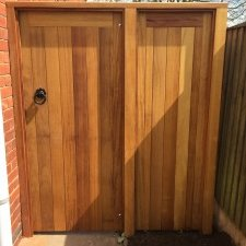 Ped-Gate-Panel-Holbrook-iroko-Front