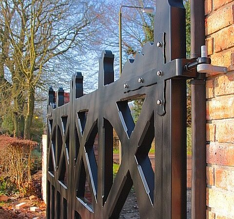 Accoya-Arts-Crafts-Gate-side-view