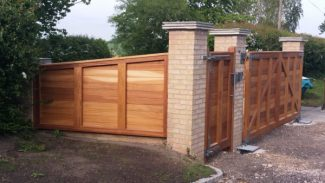 Straight-Top-Contemporary-gates-Wills-Back-plus-panel