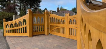 Accoya-Cathedral-Light-Oak-stained-Gates